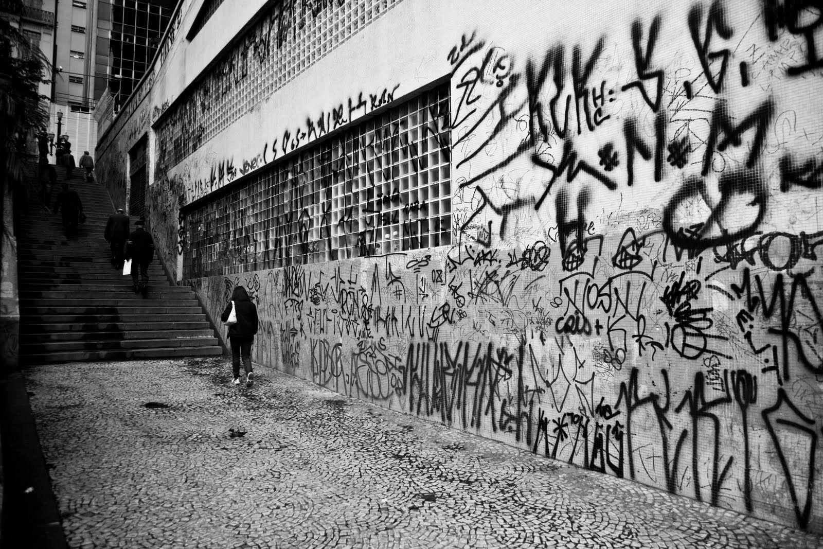 Conheça o significado oculto nas pichações feitas em muros