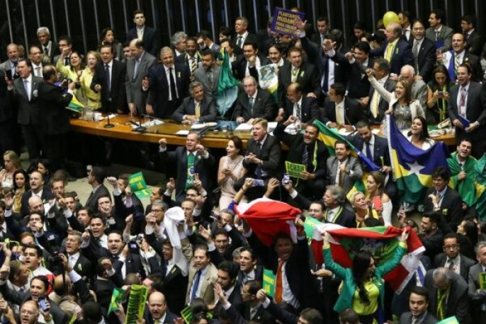 Brasília - Termina sessão que autorizou processo de impeachment da presidenta Dilma Rousseff, no plenário da Câmara dos Deputados ( Marcelo Camargo/Agência Brasil)