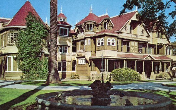 Winchester_Mystery_House_San_Jose_California_Picuresque_Spraying_Fountain