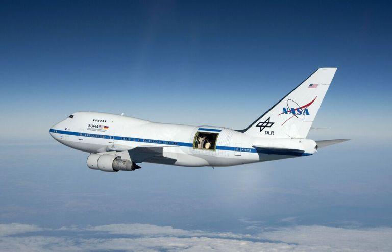 O que acontece se a porta de um avião se abrir durante o voo?