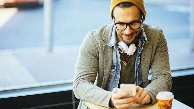 Como o seu celular está afetando a sua aparência e você não percebia
