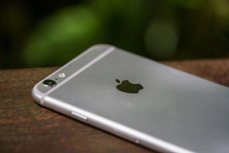 É pra isso que serve a linha branca atrás do seu iPhone 6