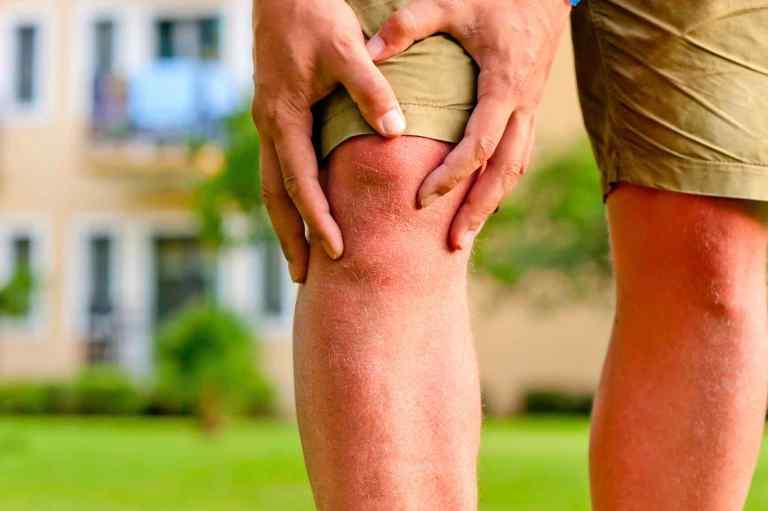 O que acontece se você pressionar esses pontos atrás dos seus joelhos?