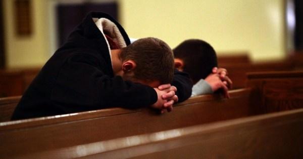 Crianças-rezando