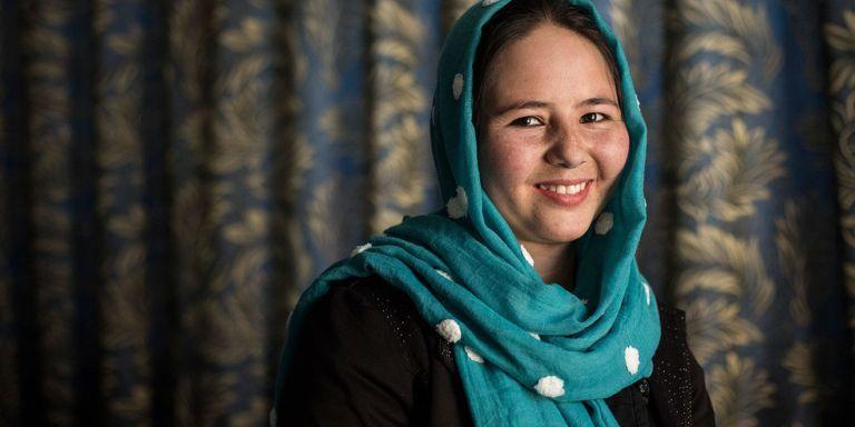 A história inspiradora da afegã que se fingiu de homem para conseguir estudar