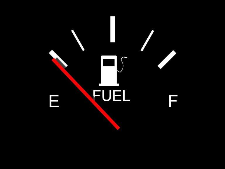 Essa é a distância que você pode percorrer após o combustível entrar na reserva