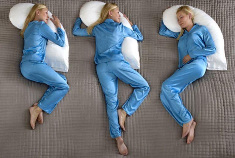 A posição que você dorme na cama tem muito a ver com a sua personalidade
