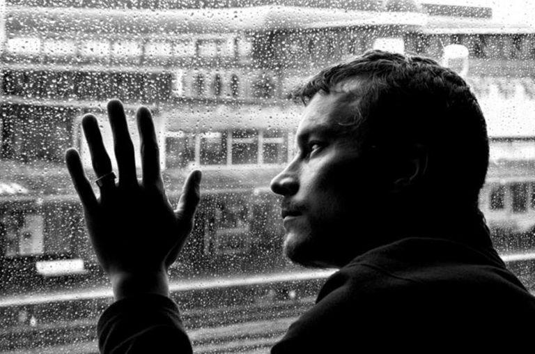 8 sinais de que você é uma pessoa carente