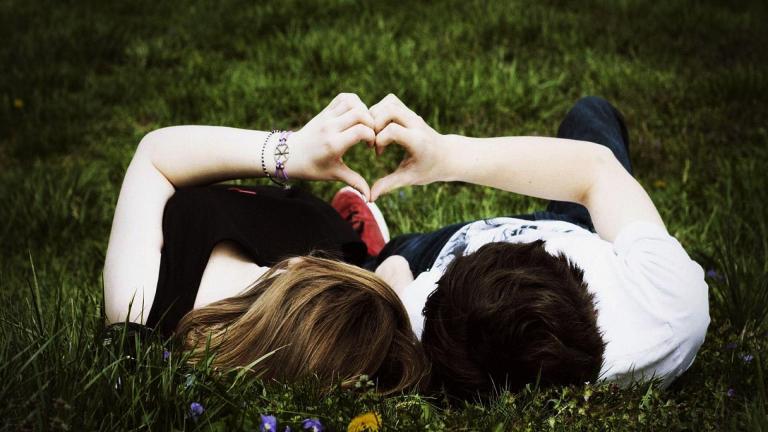 8 pequenas coisas que podem fazer uma pessoa se apaixonar por você
