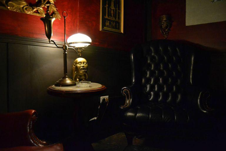 """8 """"quartos"""" secretos em lugares famosos que você nunca imaginou"""