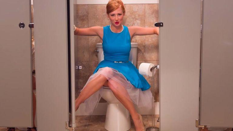 10 coisas que acontecem no banheiro feminino e ninguém comenta