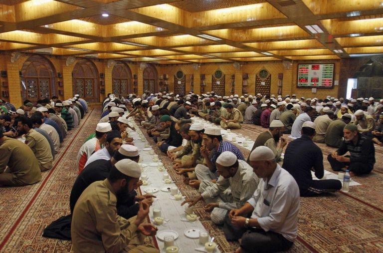 O que é o Ramadã e o que os muçulmanos comem durante esse período?
