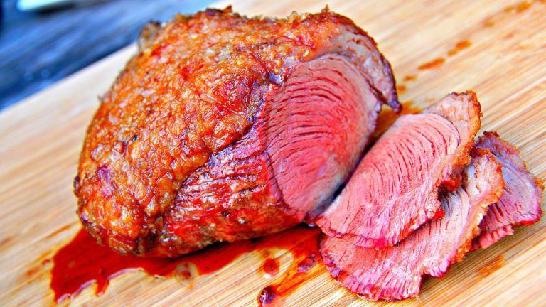 Esse líquido vermelho que tem em toda carne não é sangue, e nós podemos te contar o que é