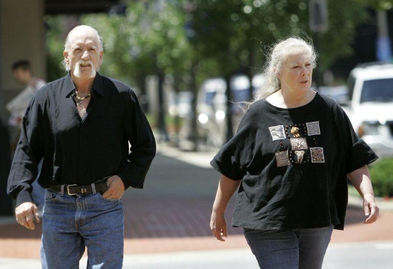 Esse casal adotou 11 crianças, mas quando a polícia chegou eles foram presos