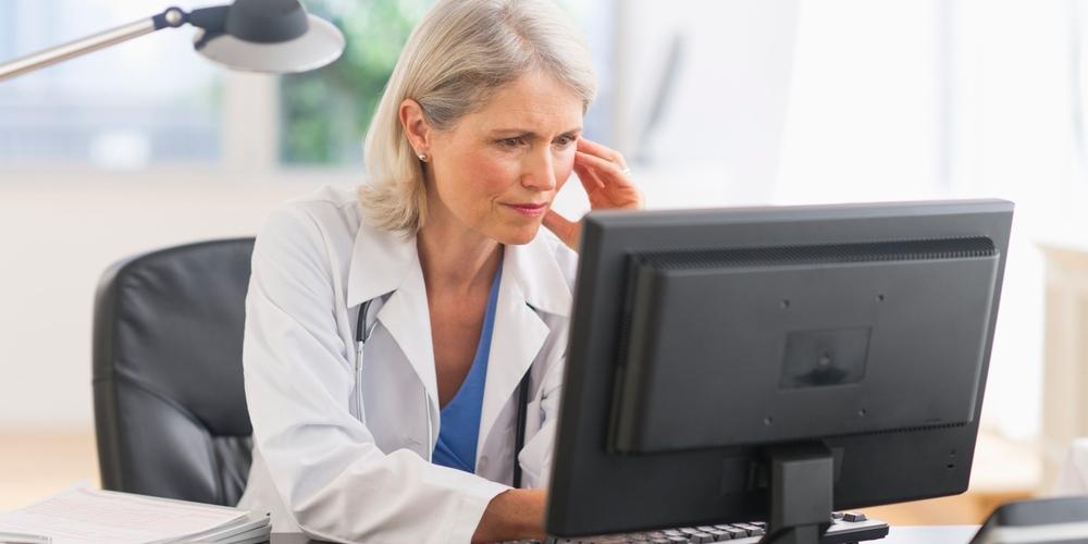 O DOCTOR LOOK AT COMPUTER Facebook, Fatos Desconhecidos