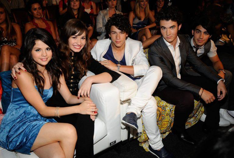Demi Lovato e Nick Jonas mandaram lindas mensagens para a Selena Gomez