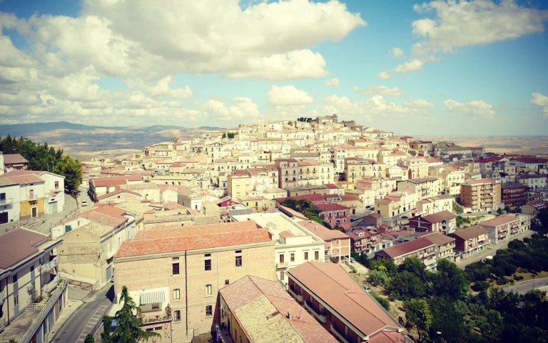 Conheça a cidade italiana que paga R$ 7.500 para você morar lá