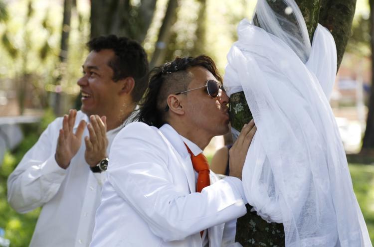 7 casamentos mais sem noção entre humanos e objetos
