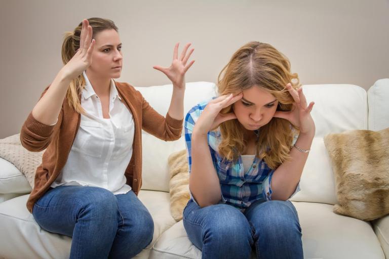 7 situações constrangedoras que todo mundo que mora com a mãe tem que passar