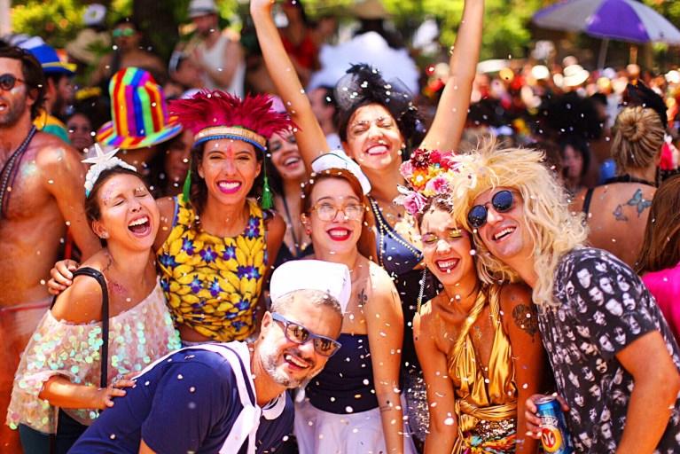 Aprenda em 30 segundos como evitar a ressaca durante o carnaval