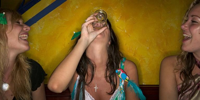 7 razões para acreditar que o álcool pode ser a droga mais mortal de todas