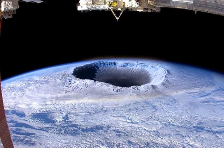 Entenda o motivo de muitas pessoas acreditarem que a Terra é oca