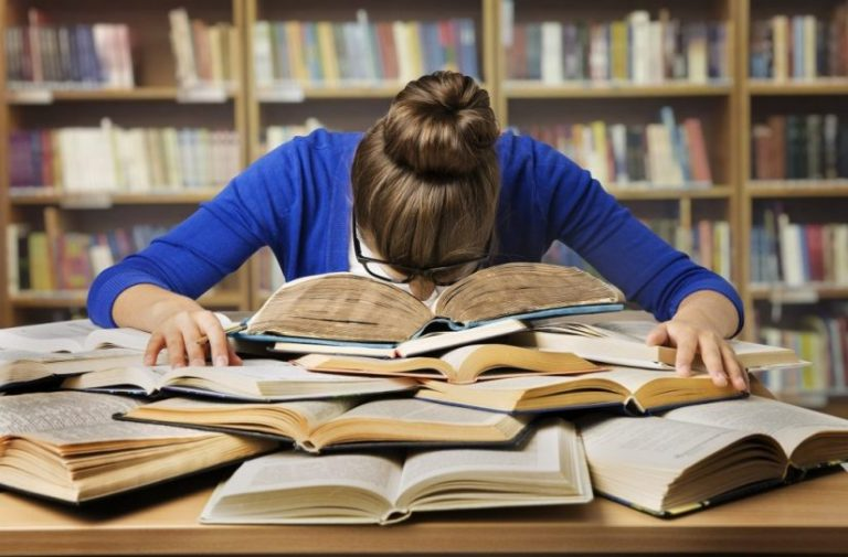 8 situações que só quem trabalha e estuda vai entender