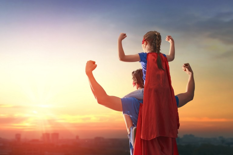 11 GIFs que provam que os pais são super-heróis melhores do que nos quadrinhos