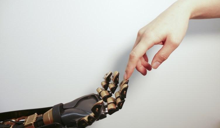 10 formas assustadoras que os robôs estão se tornando mais humanos