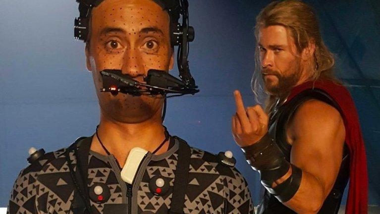 8 imagens dos bastidores de Thor que irão mudar a forma como você vê os filmes