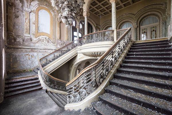 Abandoned Casino In Romania 2018 5b1525e59c916  880 600x400, Fatos Desconhecidos