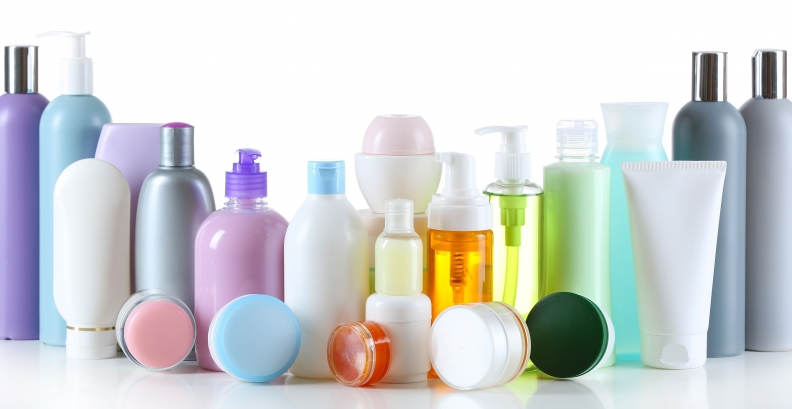 10 maneiras nada normais e úteis de usar cosméticos que você tem em casa