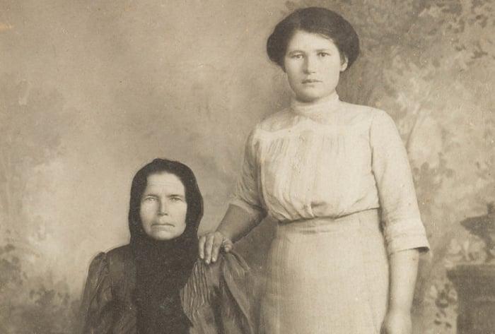 É por isso que em fotos antigas sempre existem pessoas com a mão no ombro de outras