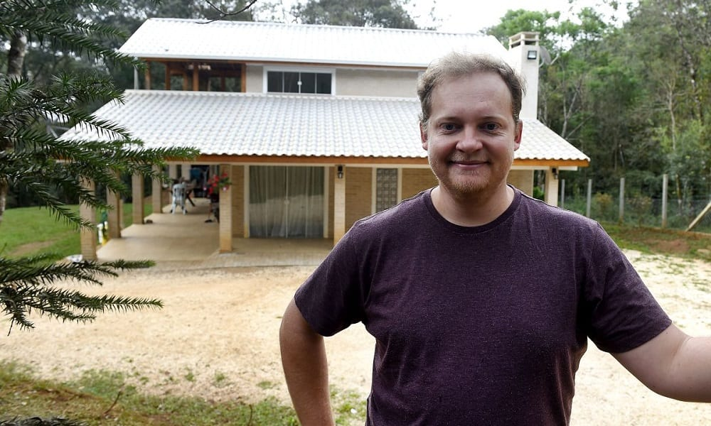 Esse brasileiro construiu uma casa sozinho vendo vídeos no Youtube