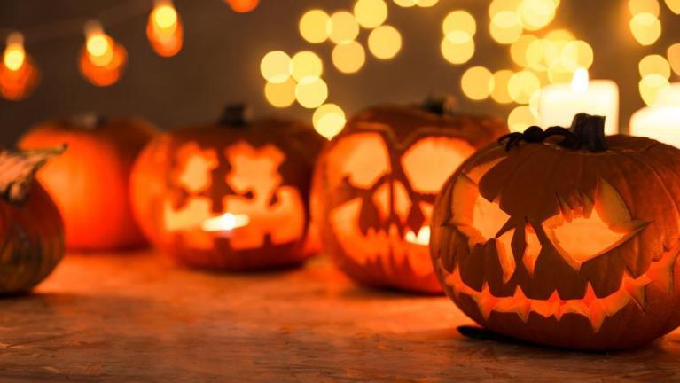 7 tradições mais estranhas de Halloween encontradas pelo mundo
