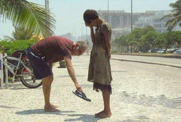 10 gifs emocionantes que mostram pessoas ajudando pessoas completamente estranhas