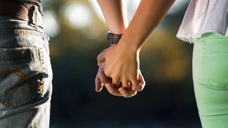 Estudo afirma que orientação sexual tem ligação com as mãos