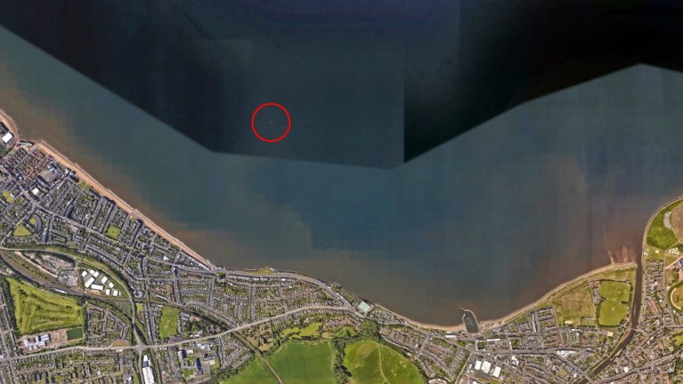 """As pessoas estão confusas com esse avião """"submerso"""" no Google Maps"""