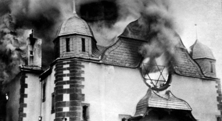 11 imagens assustadoras que mostram a Noite dos Cristais durante a Segunda Guerra