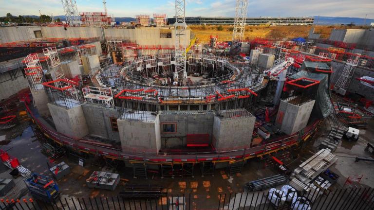 Entenda porque alguns países estão investindo bilhões em um reator nuclear francês