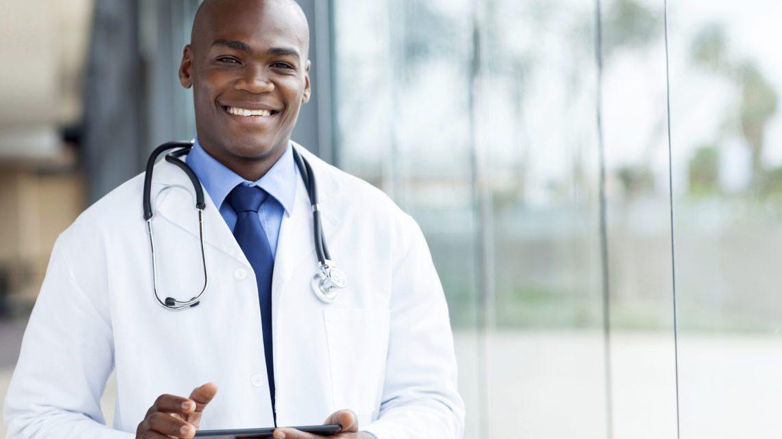 Esse é o salário de um médico nesses 7 países