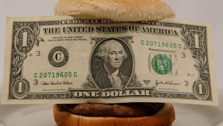 Isso é o que um dólar compra de comida nestes 12 países