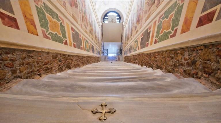 Pela primeira vez em 300 anos, a escada em que Jesus supostamente subiu é liberada para o público