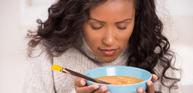Aparentemente, sentir cheiro de comida pode fazer engordar, entenda