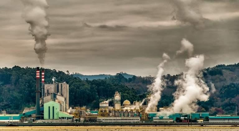 E se empresas pagassem pela poluição que causam na Terra?