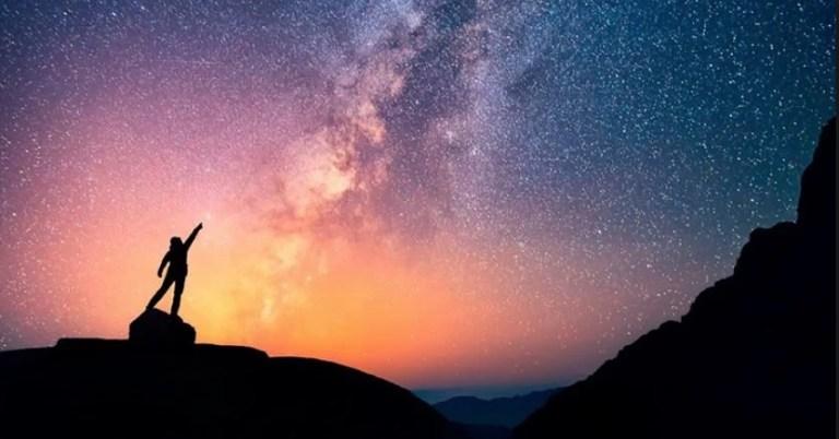 O universo também gira?