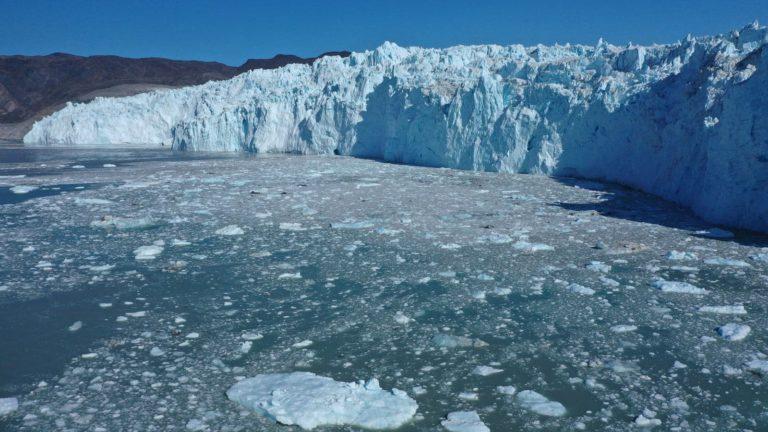 A onda de calor de julho derreteu uma quantidade assustadora de gelo na Groenlândia