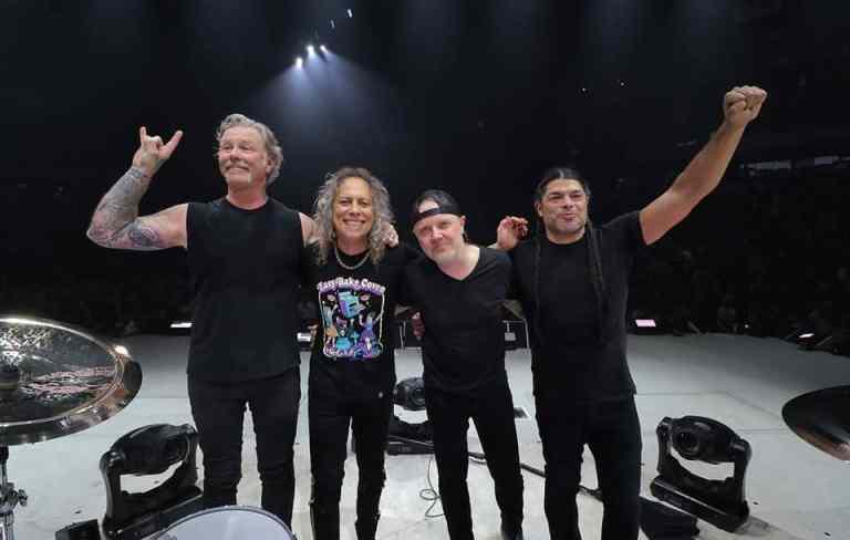 Banda Metallica faz doação milionário para construção do 1º hospital infantil da Romênia