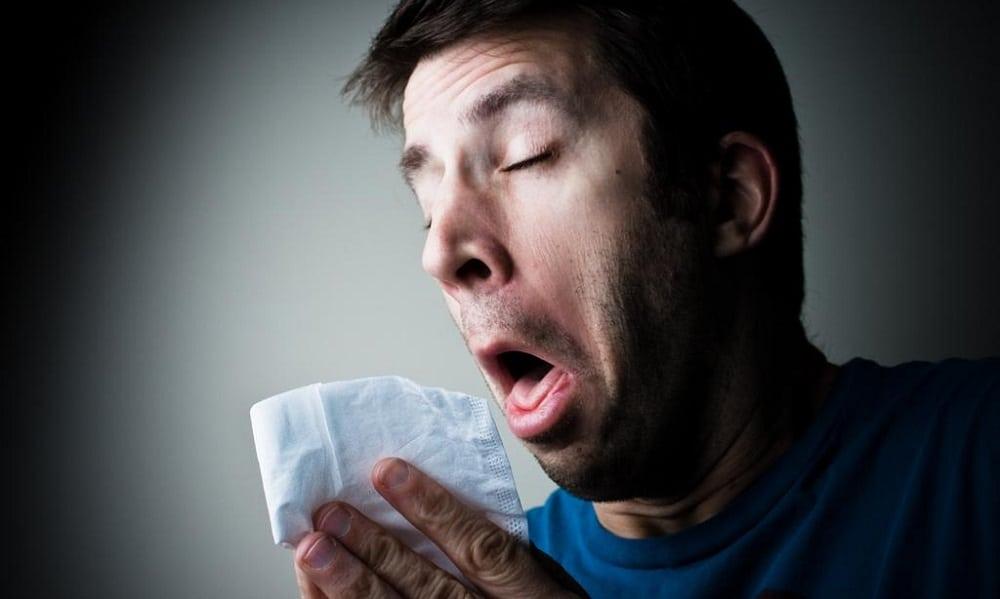 7 vezes que espirros causaram problemas com a lei
