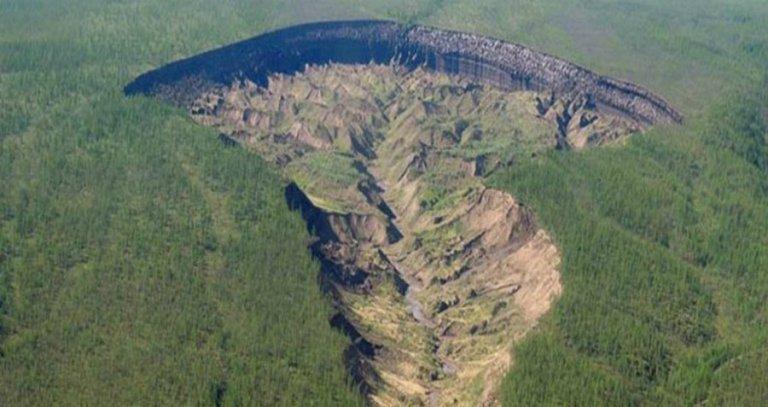 """Conheça a """"entrada do submundo"""" da Sibéria"""